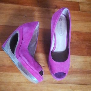 Cutout wood heel suede wedges